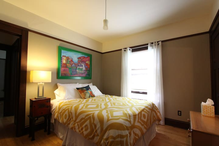 2 Bed East-Side Madison Retreat - Madison - Appartement