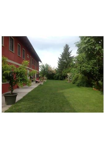 The Red Farmstead - Vigliano d'Asti - Departamento