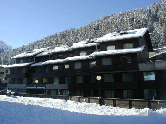 Apartments on the ski slopes - Valfurva - Bed & Breakfast