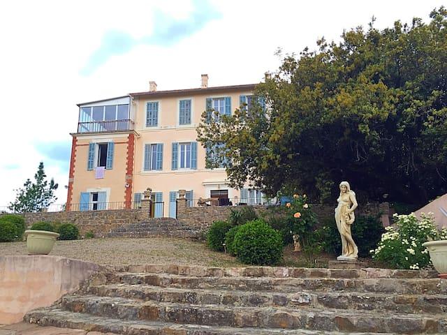 logement terrasse vitrée   étage 2 - Fox Amphoux - 一軒家