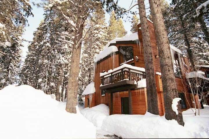 NEW! 3BD + 3BA Ski EagleLodge/MeadowRidge - Mammoth Lakes - Adosado