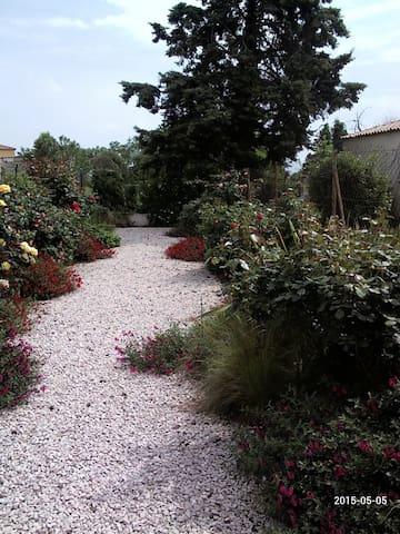 belle maison neuve avec jardin - Codognan - Hus