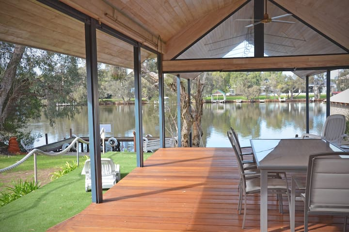 Glasshouse on the Murray - North Yunderup - Talo
