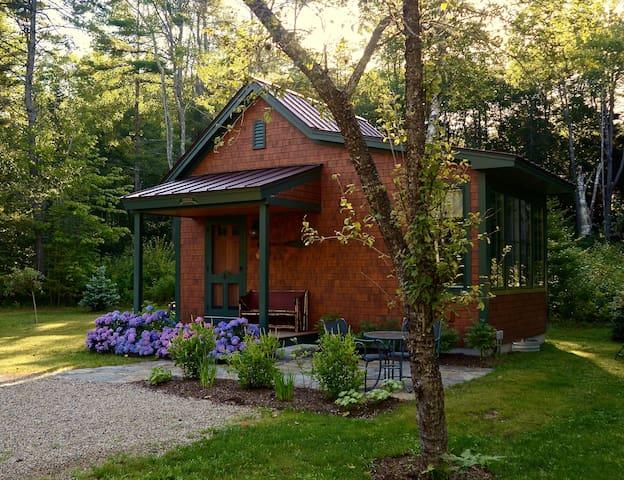 Cozy Cottage-Near Harbor & Park - Freeport - Houten huisje