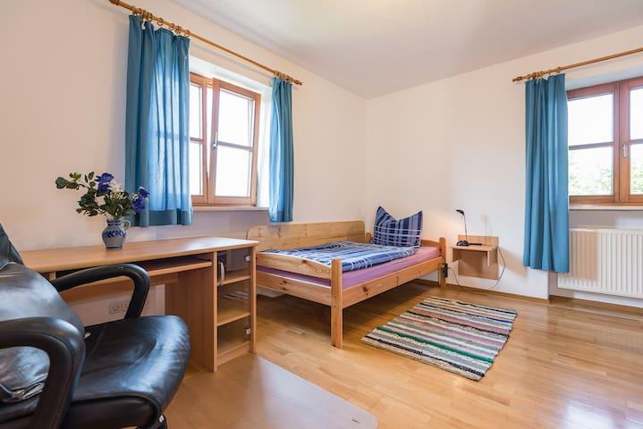 Room 2 with shared kitchen / bath - Burgkirchen an der Alz - Hus