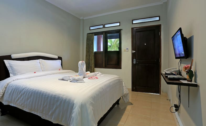 Premium Room @ Jazz Senggigi Hotel - Mataram - Bed & Breakfast