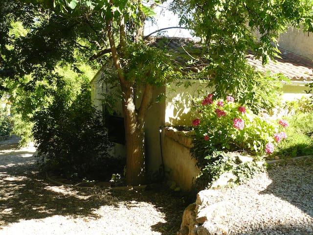 Appartement dans villa avec piscine - Aubagne
