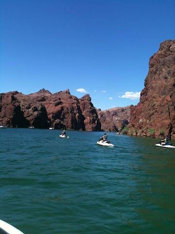 Colorado River Retreat - Needles - Talo
