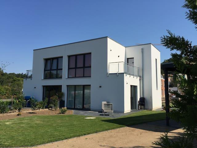 neues Bauhaus Stadtnah im Grünen - Lüneburg - Hus