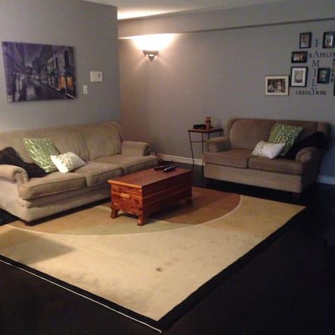 Cozy 2 bedroom condo - Milton - Huoneisto