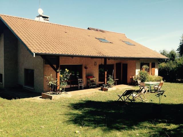 2 bedrooms house in the countryside - Saint-Jean-de-Niost - Bed & Breakfast