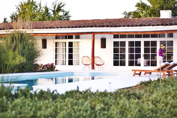 Guesthouse  with private pool - Santa Cruz - Blockhütte