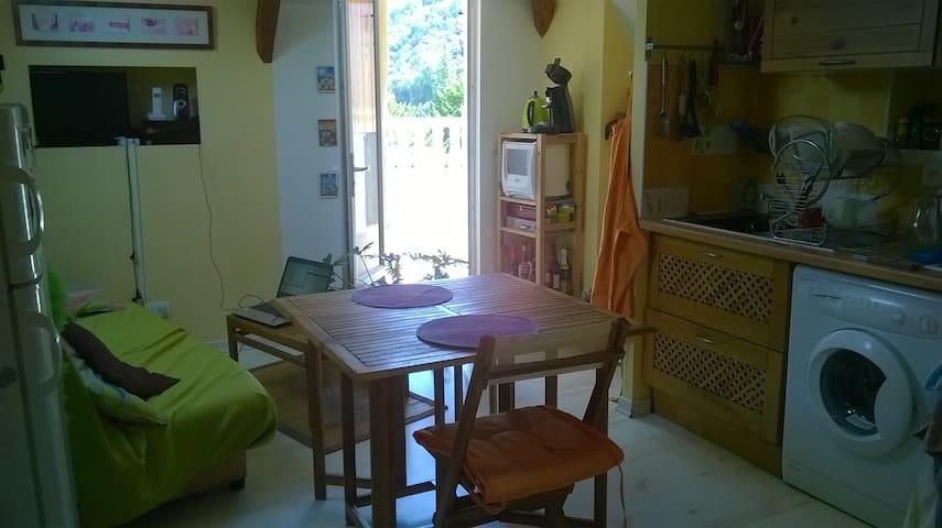 atypique, terrasse -10 min Grenoble-30 min Chambé - Domène - Appartement