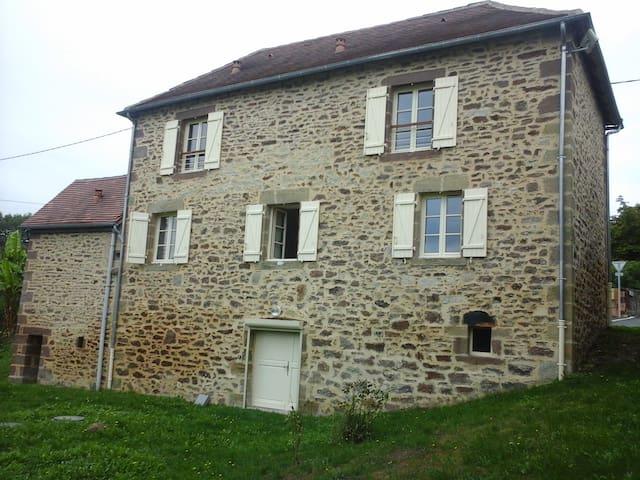 Maison dans un tout petit village - Saint Bazille de Meyssac - Hus