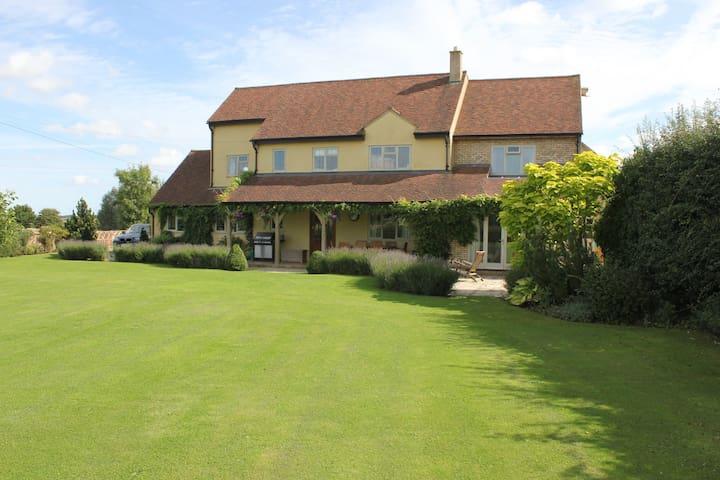 Luxury family home near Woburn. - Ridgmont - Bed & Breakfast