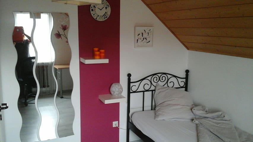 Single room for octoberfest - Bobingen - Casa