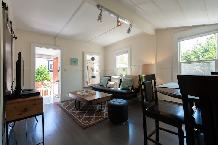 Charming + Private Downtown Cottage - San Anselmo - Rumah