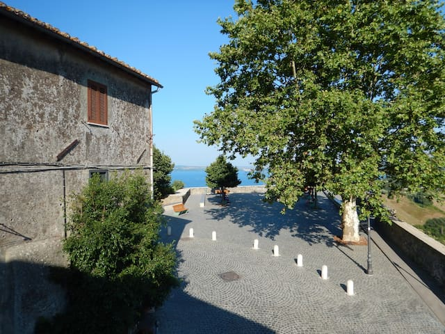 Cosy Medieval House with Lake view - Bracciano - Rumah