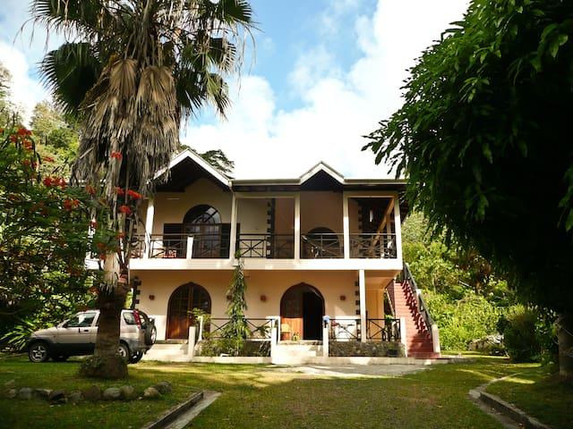 Charlottevilla, upstairs Apartment - Charlotteville - Villa