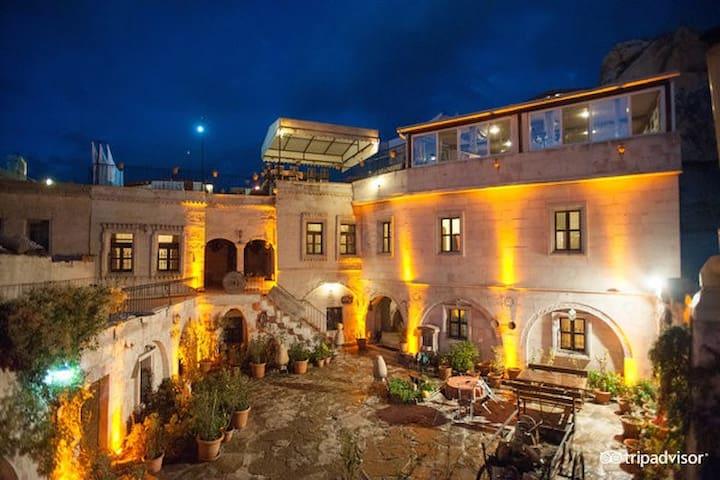 Caravanserai Cave Hotel - Göreme Belediyesi - Bed & Breakfast
