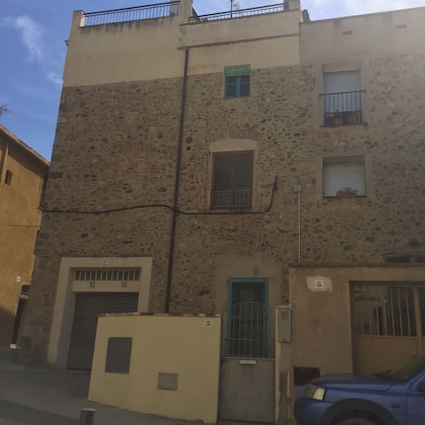 Townhouse in Charming Medieval Town - Peralada - Huis