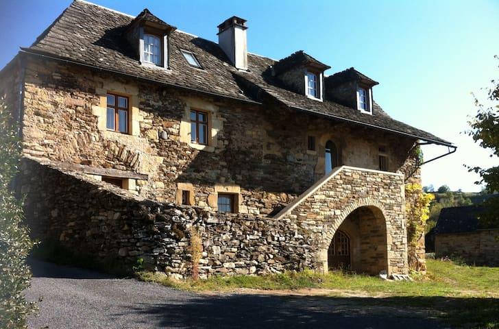 """""""La Maison de Vigneron"""" a 300 yo winegrower house - Saint-Côme-d'Olt - Hus"""