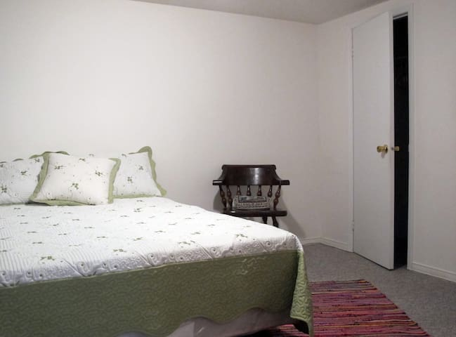 Cozy 1 Bedroom Basement! - Pickering