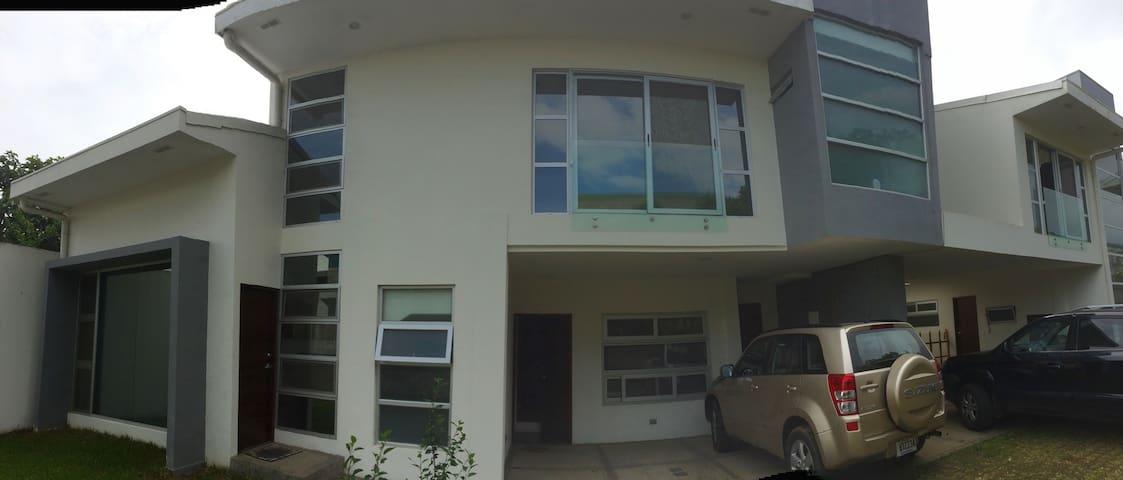 Apt con 1 cuarto y 1 sofacama - San Vicente - Apartment
