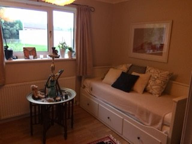 Room to let during Offshore Europe - Westhill - Huis