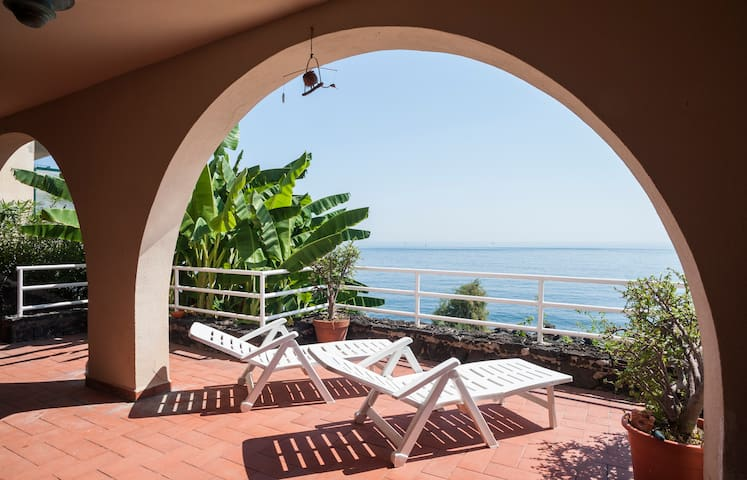 panoramic apartament on the sea - アーチカステッロ(Aci Castello) - アパート