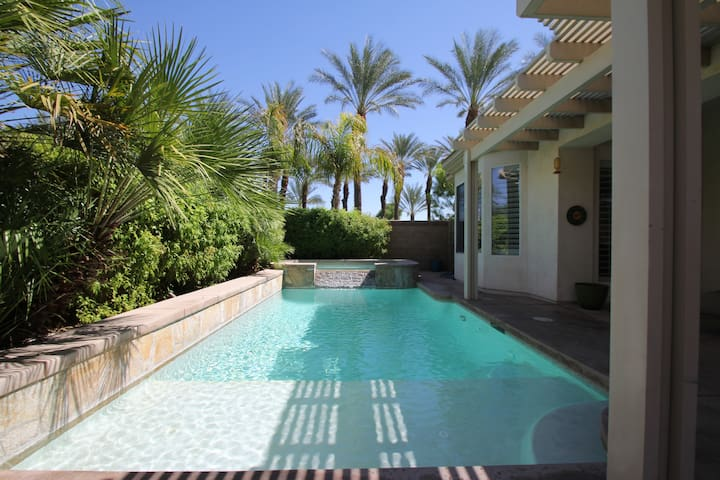 Stucco home with private pool/spa - Indio - Maison