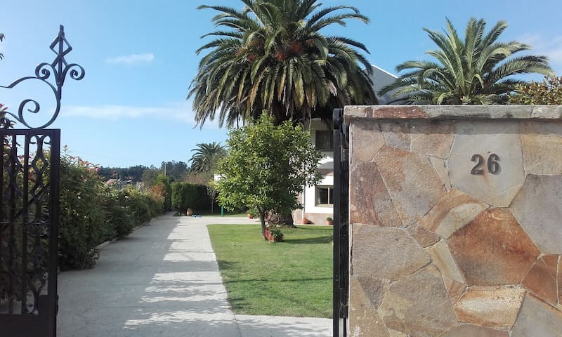 Casa amplia con jardin - Sada - Huis
