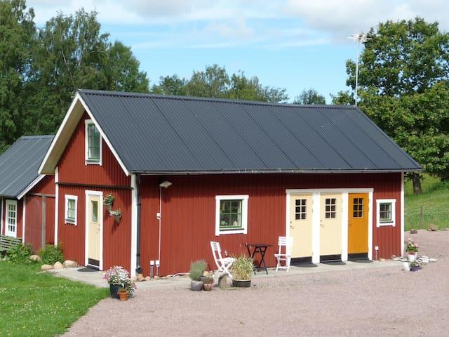 Sjöbacken Gård - Storstugan - Axvall - Bed & Breakfast