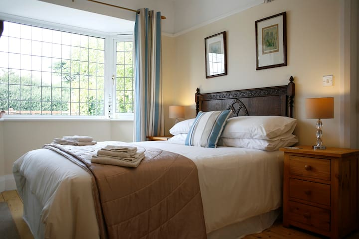 HILBRE B&B-Garden View double room. - Holywell - Bed & Breakfast