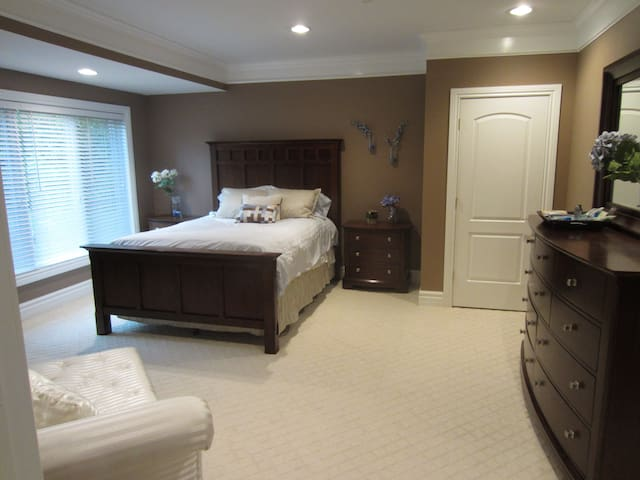 Private, beautiful duplex space - Oakland charter Township - Hus