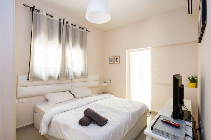 MODERN FLAT & PRIVATE BACKYARD - Haifa - Lägenhet