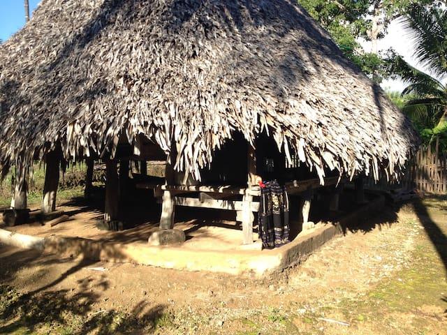 Tradition Sabu Long House - Dai Eko, Sabu Island. - Bed & Breakfast