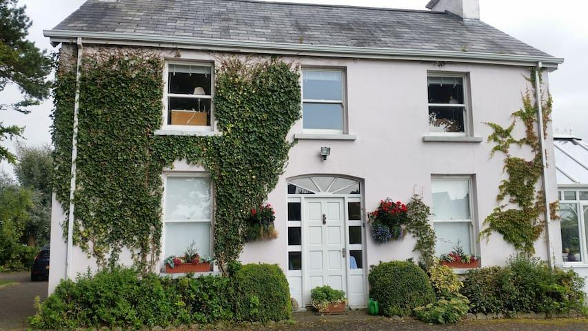 Traditional Country Home - Toomebridge - Casa