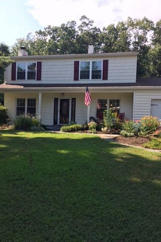 Enjoy the quiet beauty of this country cottage! - Oakton - Huis