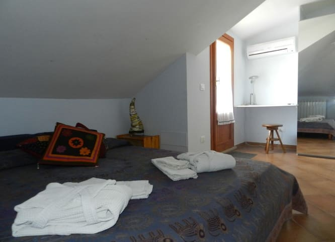 "B&B ""Le tre civette"" - mansarda - Santa Lucia - Bed & Breakfast"