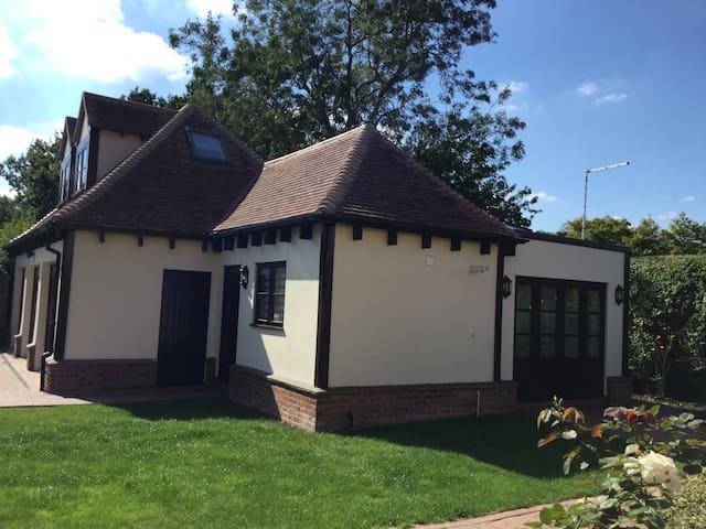 Modern Detached Apartment - Peterborough