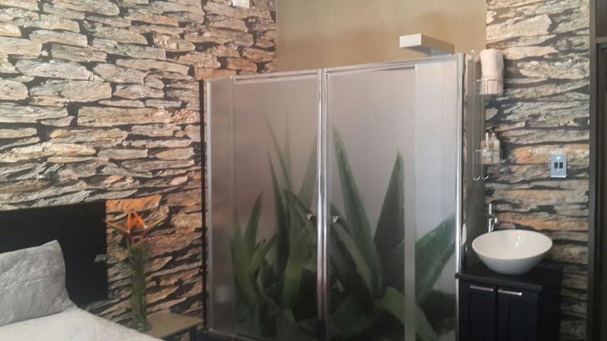 Private room with shared living - Windhoek - Rumah