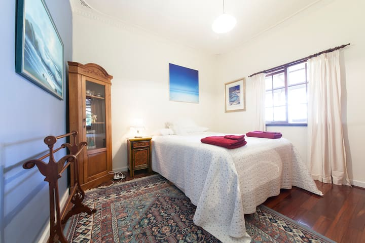 inviting warm home with the owners - Maida Vale - Bed & Breakfast