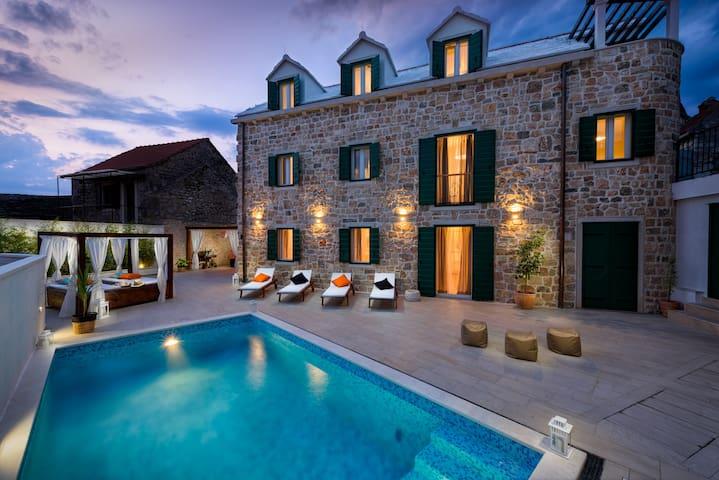 Luxury Villa INFINITY with heated pool - Donji Humac - Villa