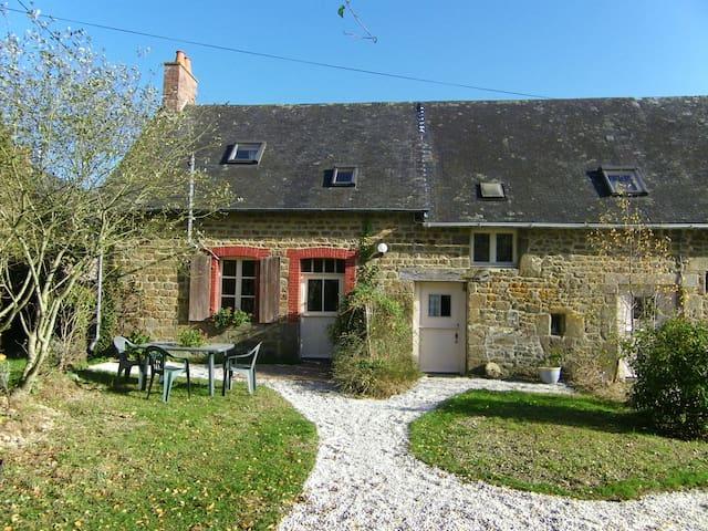 Maison Le Roi- 2 person gite - Colombiers-du-Plessis - 一軒家