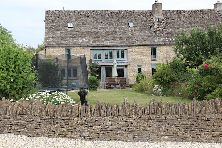 5 Bedroom Cotswold Barn Conversion - Oxfordshire - Hus