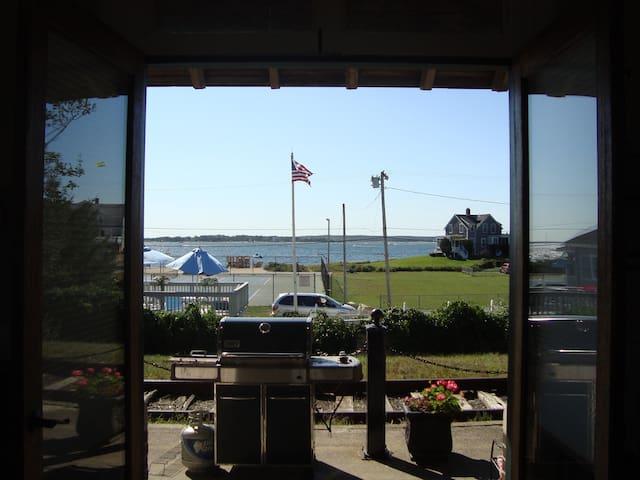 Ocean View From Every Room - Бурне - Квартира