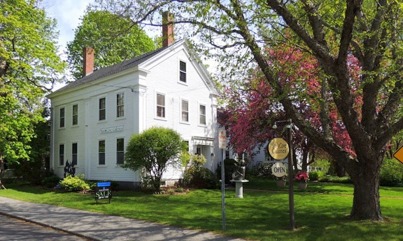 Historic Home Steps to Town Center along Mill Pond - Kennebunkport