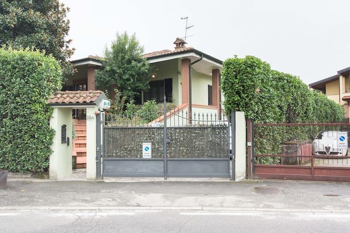 Stanza 1 : da 1 a 4 pers bagno priv - Lacchiarella - Villa