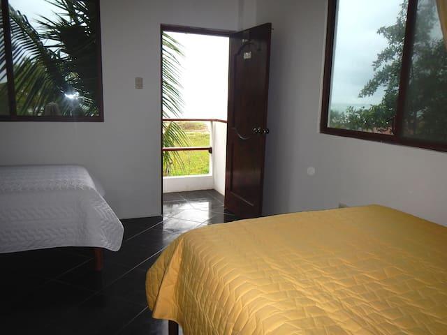 chvjguhk - Puerto Villamil - Andre